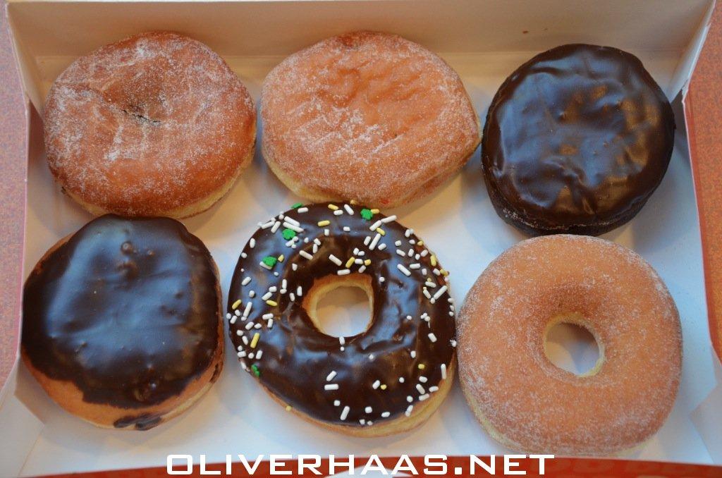 Oliverhaasnet Tag Polizisten Essen Donuts