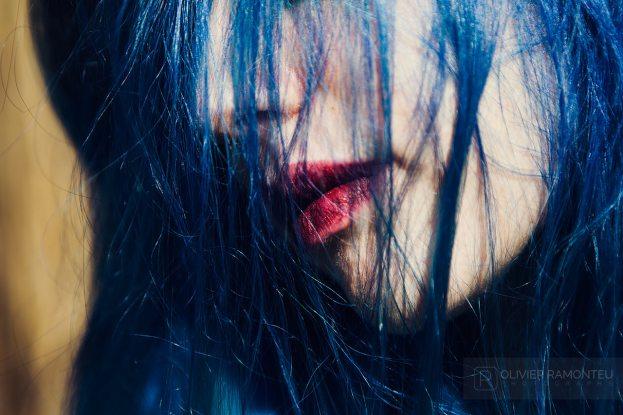 portrait cadrage serre cheveux bleux 2015 04 25542 1280px