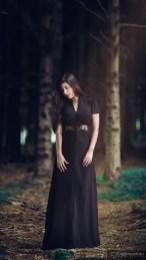 portrait nature sarah robe noire 2015 08 32936 1200px