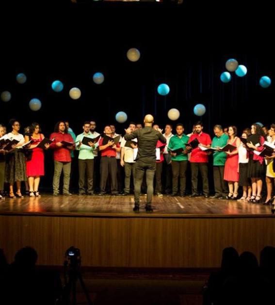 c9e2b6b5beed6 Coro da OEMT celebra aniversário da capital com apresentação na Catedral