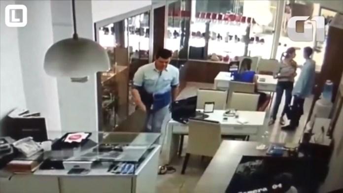 c685180b08f Os danos causados pelos dois tiros que atingiram o empresário Flávio Faria  Ribeiro