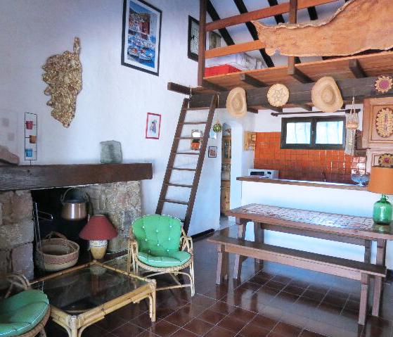 66-location-villa-corse-sud-sejour-mezzanine
