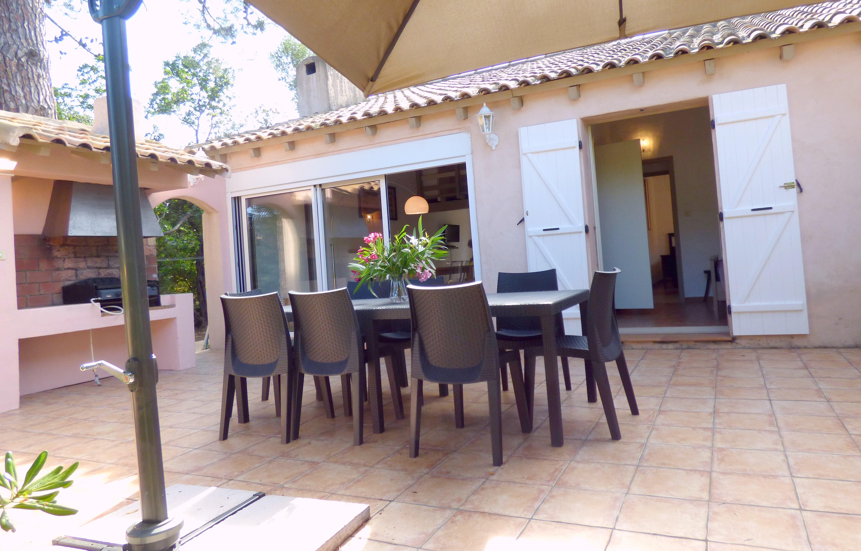 Villa r sidence olmuccio en corse du sud villa 8 pers for Salon jardin villa esmeralda tultitlan