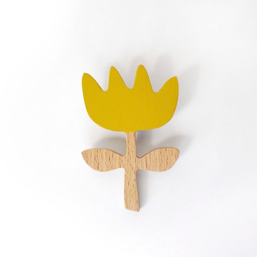 Flower pin yellow by Olula. Broche flor amarilla