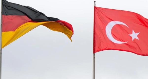 Στη «δημοκρατία» που κυκλοφορεί: Γερμανική έκθεση-πρόκληση αποδεικνύει ότι μας θέλουν ραγιάδες!