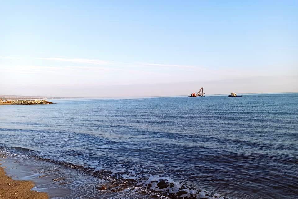 """Πλαταμώνας   Ξεκίνησε το """"εμβληματικό έργο"""" για την αντιμετώπιση της διάβρωσης των ακτών"""