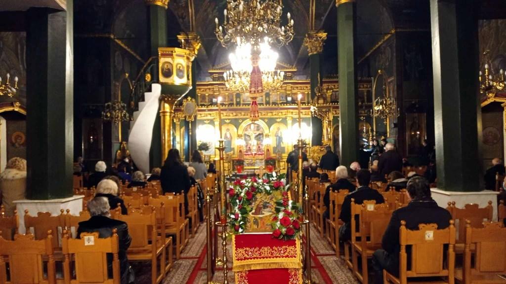 Με κατάνυξη οι Πιερίεις προσέρχονται στις εκκλησίες για να γιορτάσουν τα Χριστούγεννα