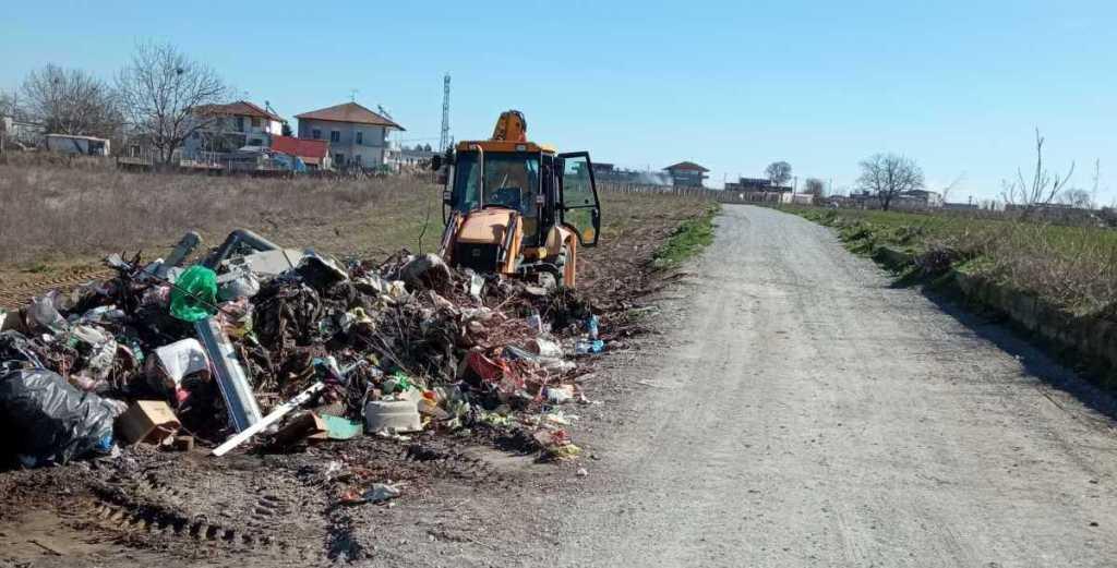 Καταυλισμός Ρομά στην Κατερίνη - Απομακρύνθηκαν, για τρίτη φορά μέσα σε λίγους μήνες, μπάζα και σκουπίδια