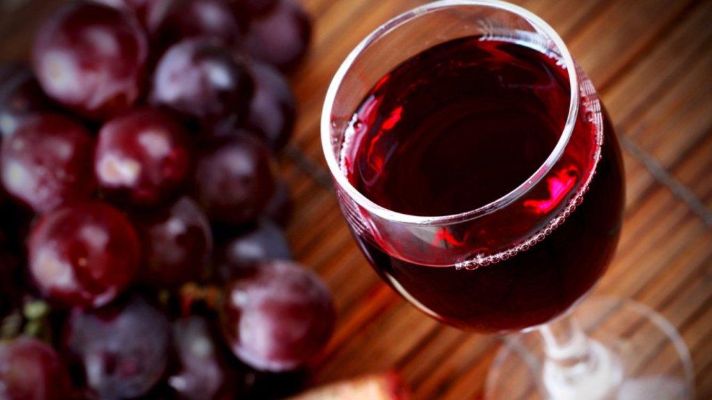 Κρασί | Καθιερώθηκε στα ελληνικά σπίτια αλλά έχασε το 20% του τζίρου στην πανδημία