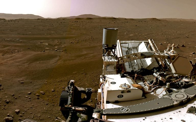 O φακός του «Perseverance» στην επιφάνεια του Άρη (νέες φωτογραφίες)