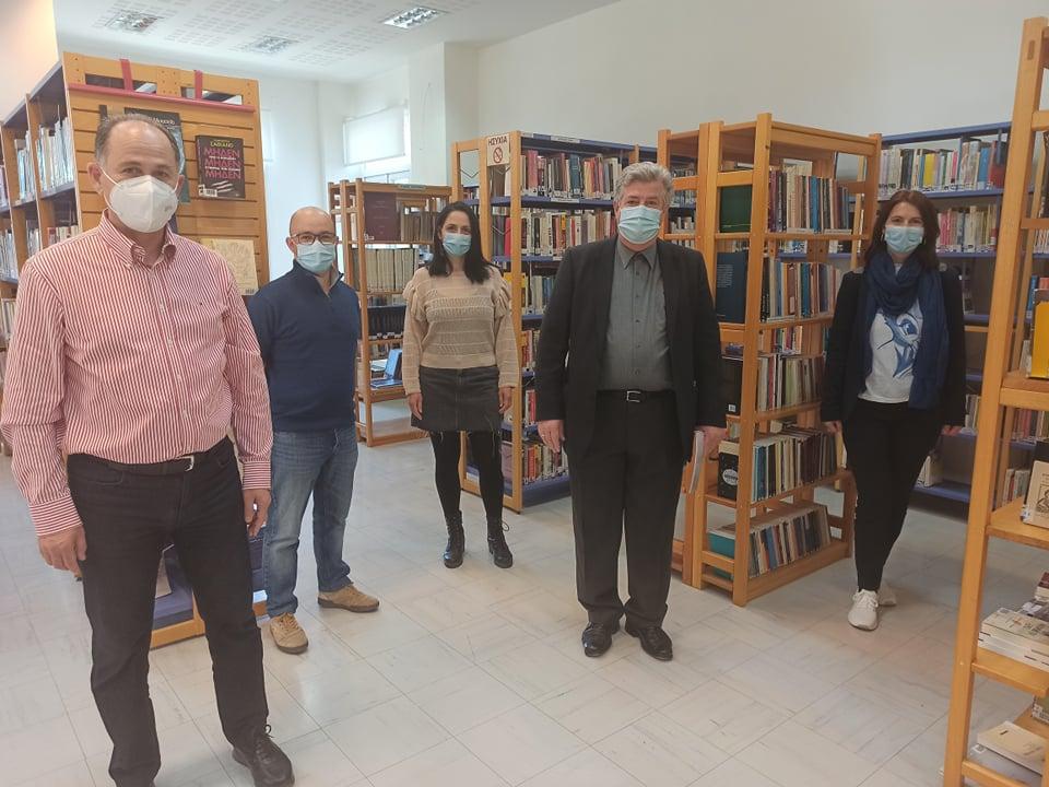 200 βιβλία ειδικού περιεχομένου δώρισε το ΚΕΣΥ στη Δημοτική Βιβλιοθήκη Κατερίνης