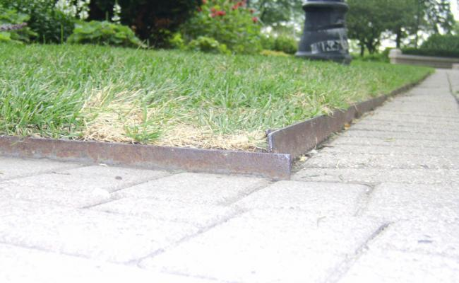 lawn-edging-mistakes036