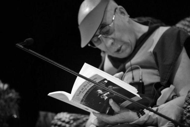 Dalai Lama reading Praise to Bodhicitta