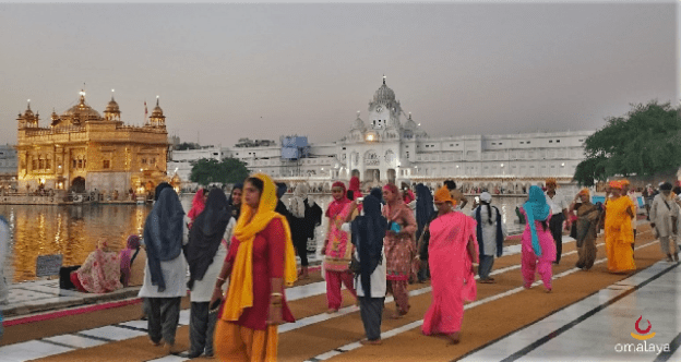 amritsar-golden-temple-pilgrim