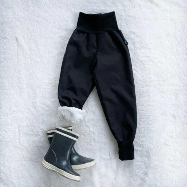 Kiwi softshellové nohavice zateplené s barančekom čierne- Oma & Luj