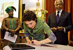 Sandrine Salerno signing the campaign