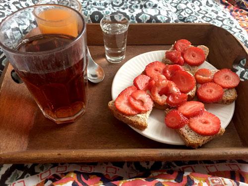 Ontbijt op bed voor moederdag