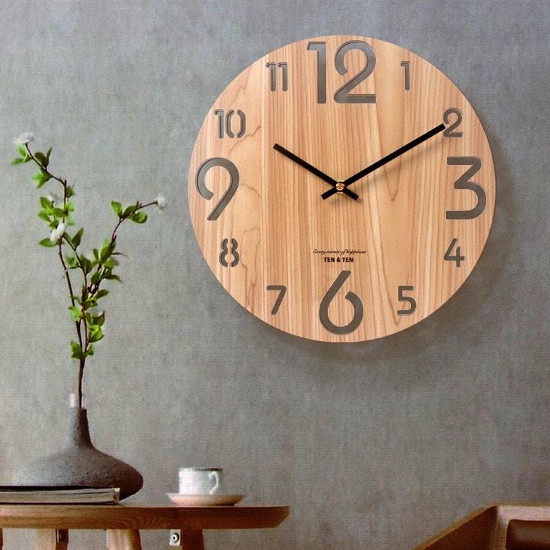 Horloge en bois 3D style nordique avec chiffres ajourés