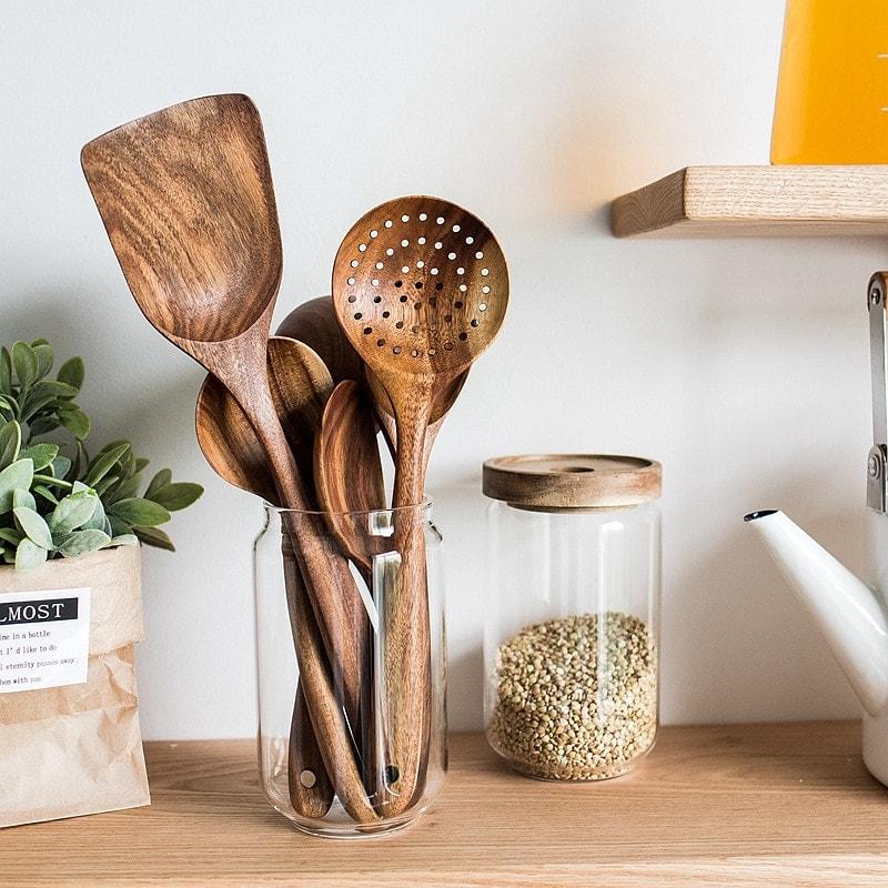 ustensiles de cuisine en bois pour décoration cuisine