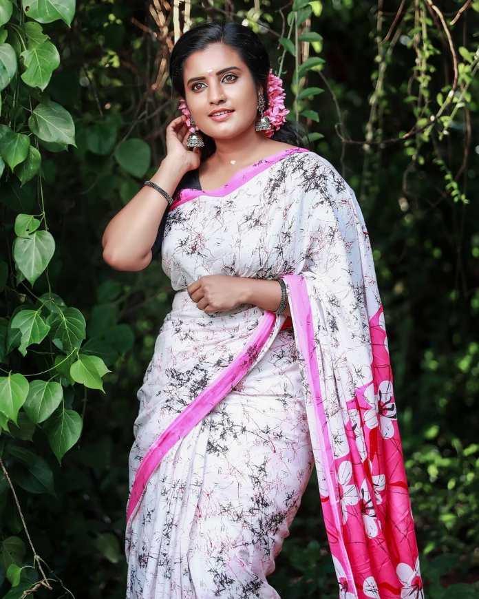 Roshna Ann Roy 30