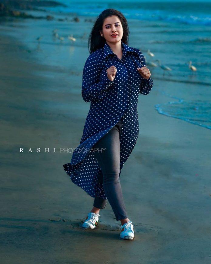 Roshna Ann Roy 4