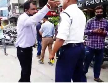 शेम शेम: सरेराह ब्लॉक कांग्रेस अध्यक्ष ट्रैफिक सिपाही को करता रहा बेइज्जत,पुलिस को एफआईआर दर्ज करने से परहेज ..