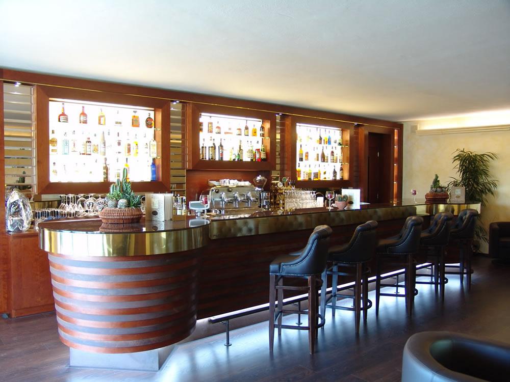 Arredamenti bar pasticcerie ristoranti alberghi OMIF Siena di Giannini