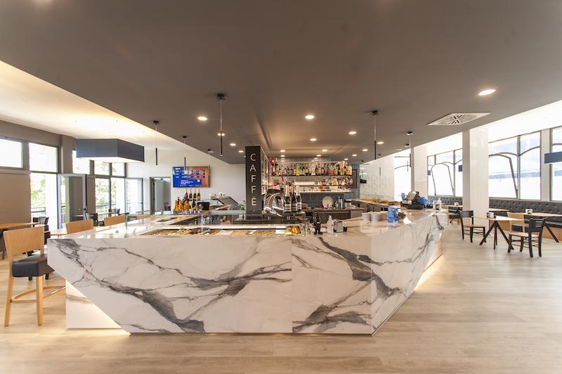 Come arredare un bar seguendo lo stile moderno. Arredi Per Bar Caffetterie Lounge Bar Classico Moderno Design Industrial Country
