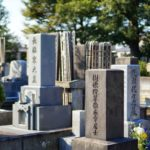 Gravstenar (墓) och sotoba (卒塔婆)