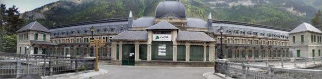 Canfranc International Railway Station / Estación Internacional de Canfranc - photo by Tony Doggett