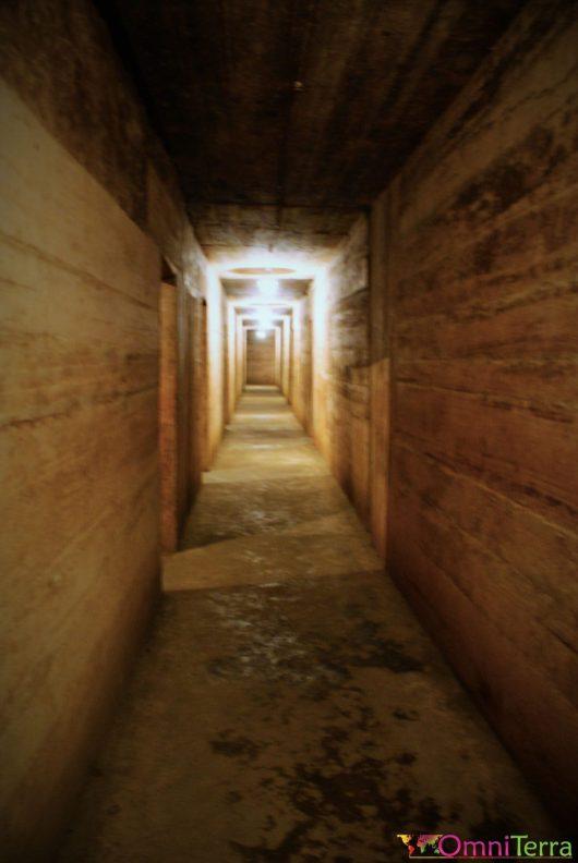 Vietnam - Cat Ba - Grotte hôpital - Couloir