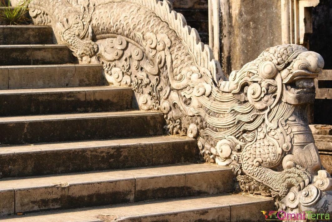 Vietnam - Hué - Cité impériale - Rampe sculptée