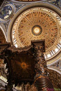 Rome-Vatican-Basilique-Saint-Pierre-Coupole-et-baldaquin