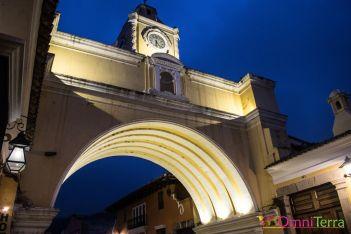 Guatemala - Antigua - Arche Sta Catalina de nuit