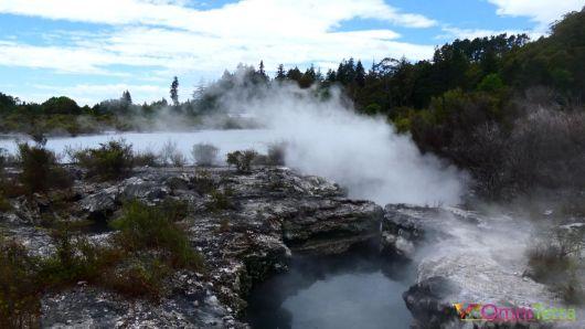 Nouvelle zelande-Rotorua-Village maori-fumerolles