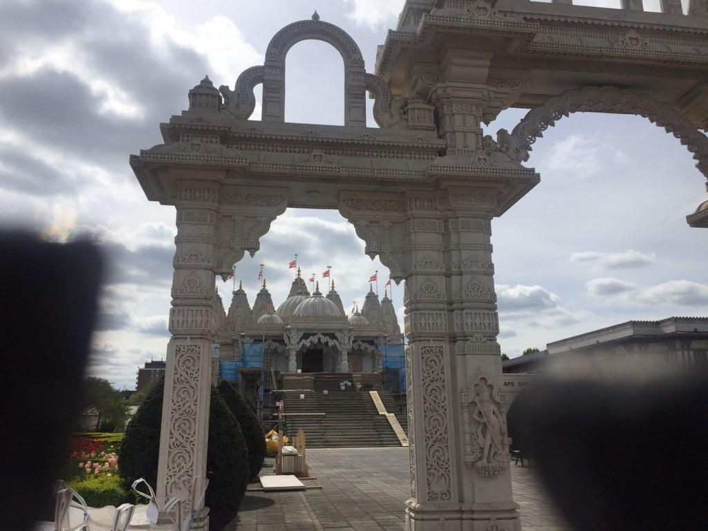 Vista de fora, na chegada ao templo