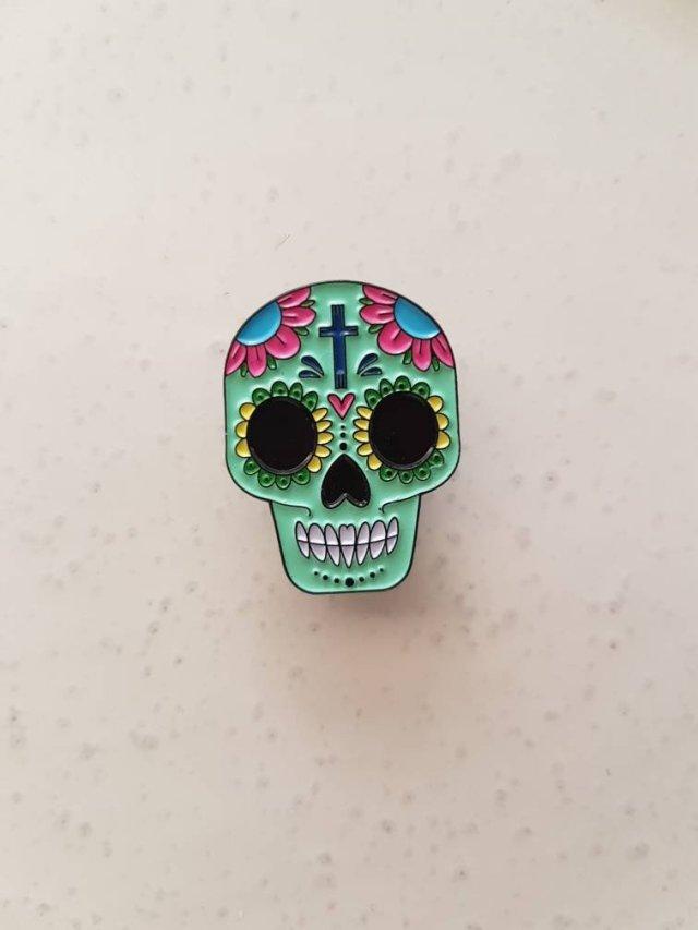 Pin's Halloween sugar skull calavera Dia de los muertos