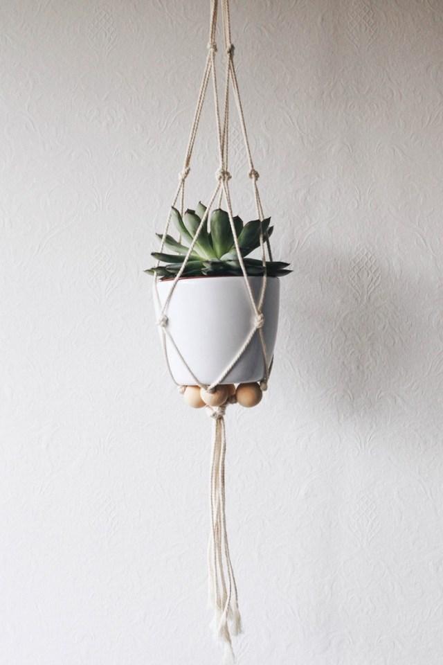 Suspension pour plante en macramé facile, tutoriel macramé porte plante, fait maison pour la fête des mères.