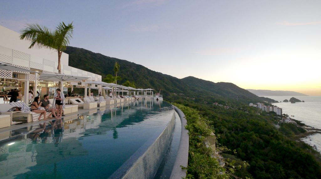 Garza Blanca Mousai pool sunset