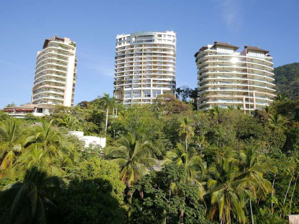 Garza Blanca and Hotel Mousai