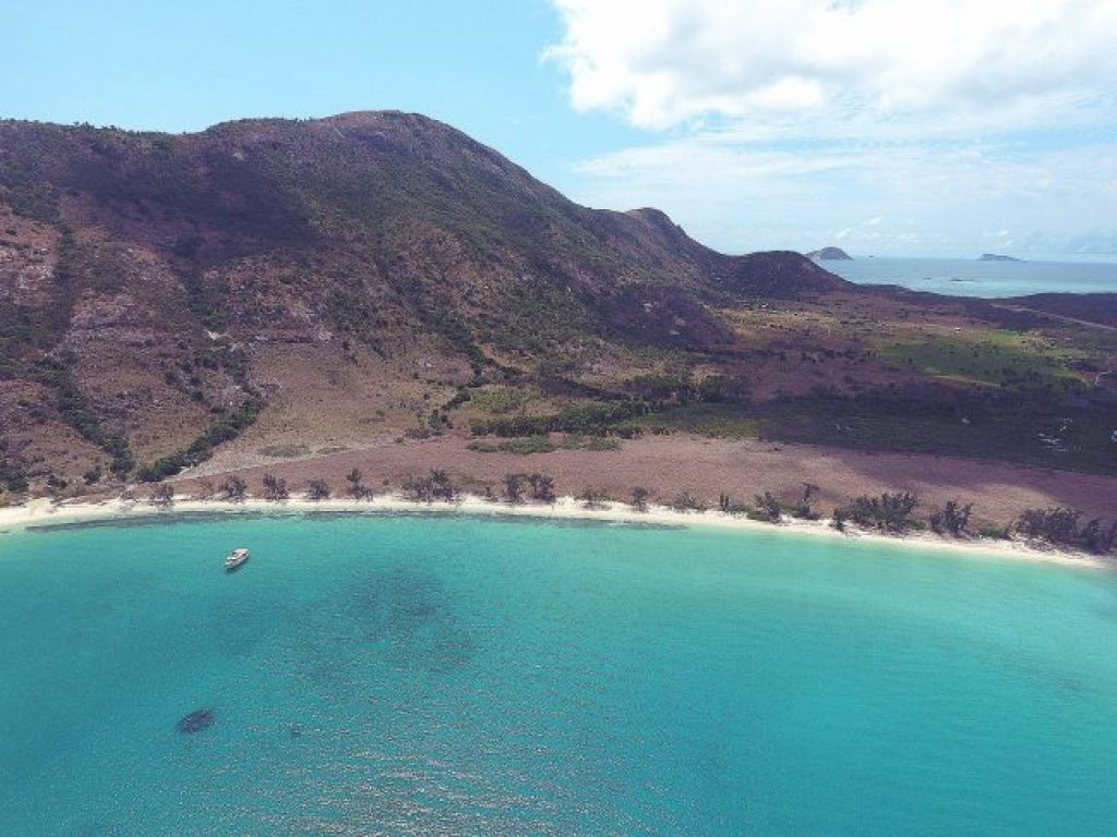 Aerial shot of Watson's Bay in Lizard Island