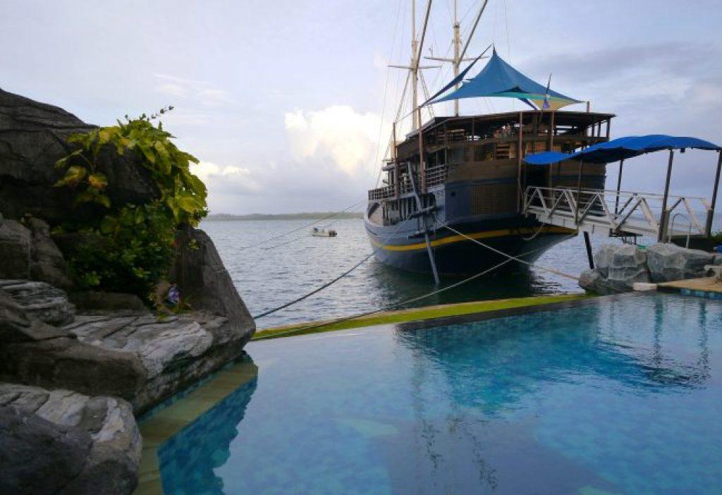 Manta Ray Bay resort in Yap