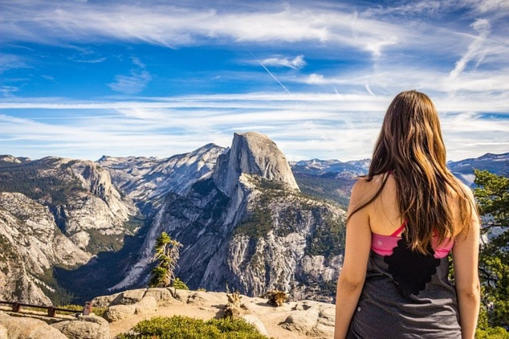 Hiking to burn off calories when traveling