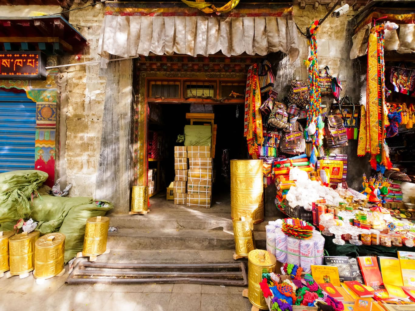 9 days in Tibet Shops in Xigatse