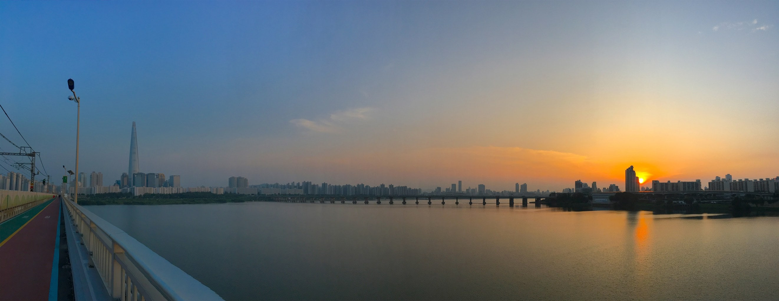 Crossing the Han River by foot into Gangnam