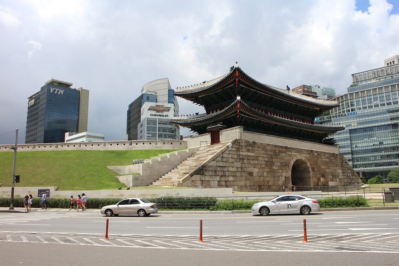Namdaemun gate before the shopping