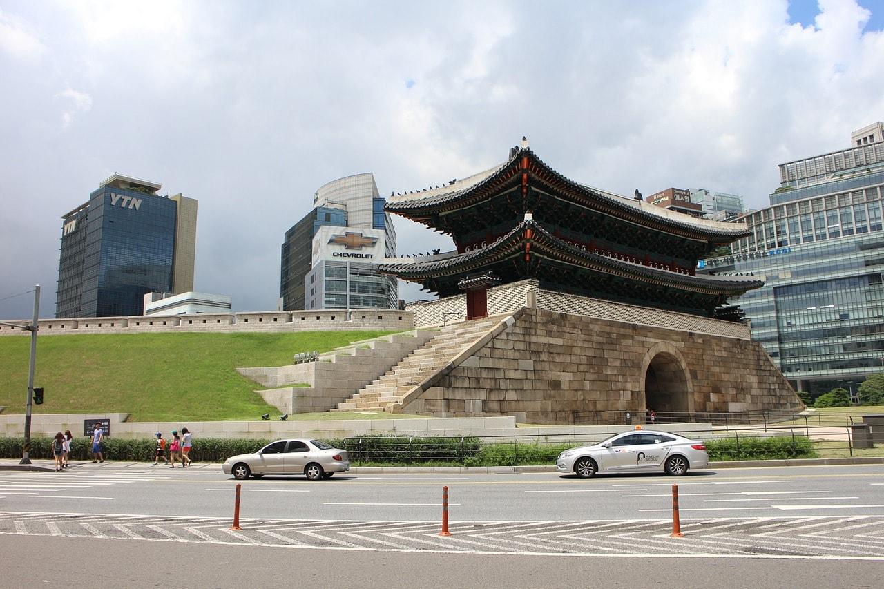 Namdaemun gate before the shopping
