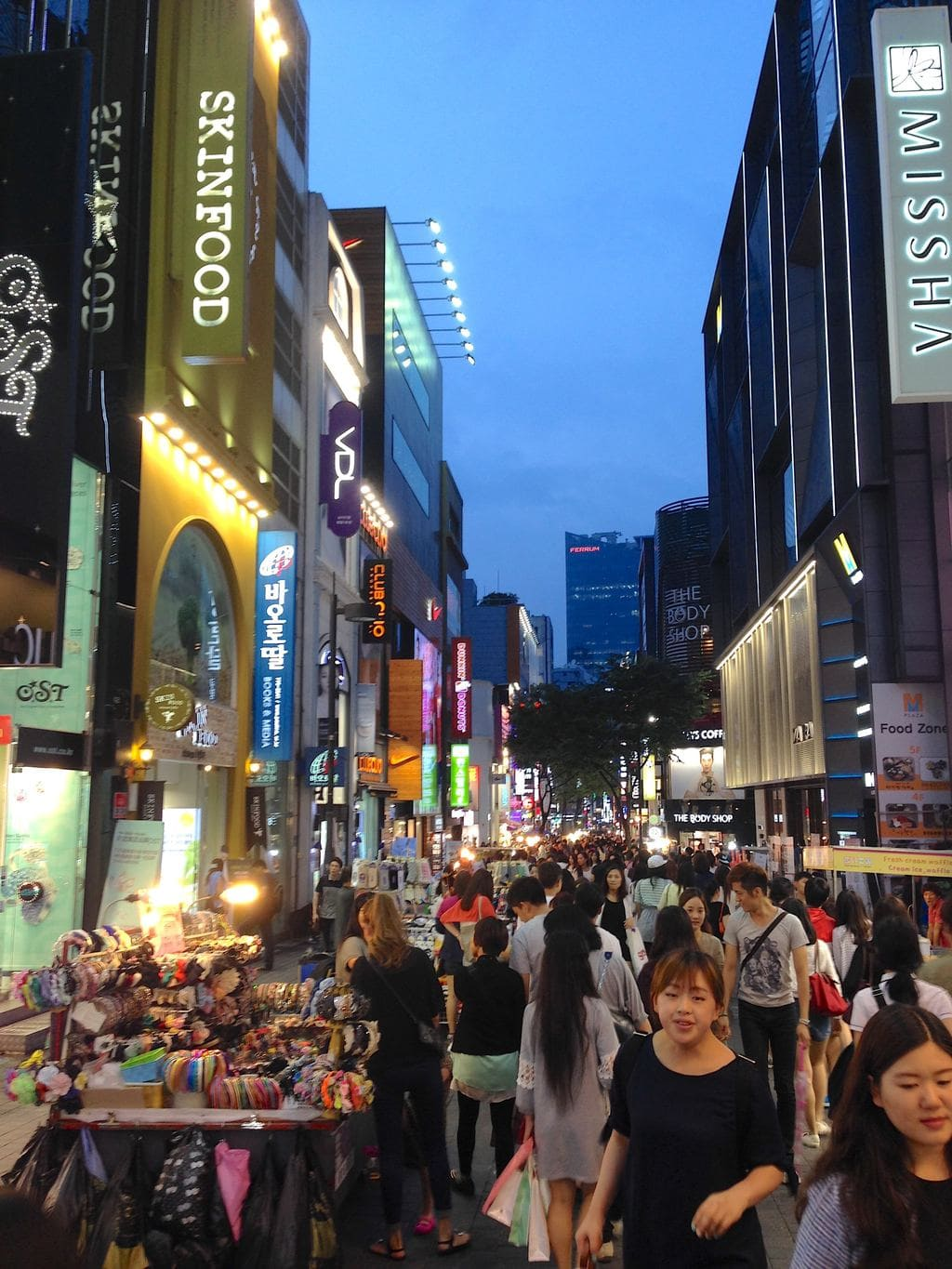 Night shopping in Myeong-dong