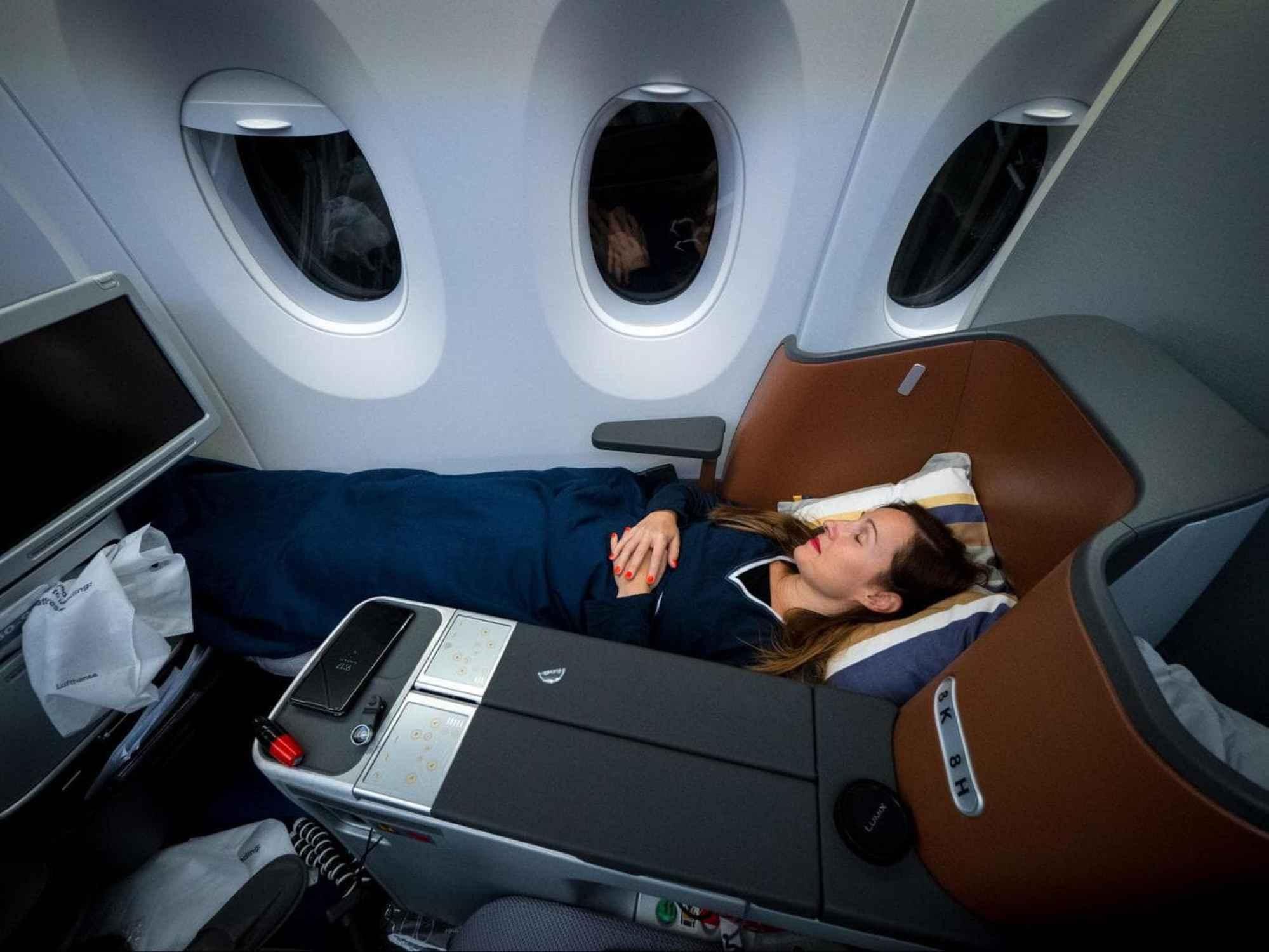 Lie-flat beds on Lufthansa A350 Business Class