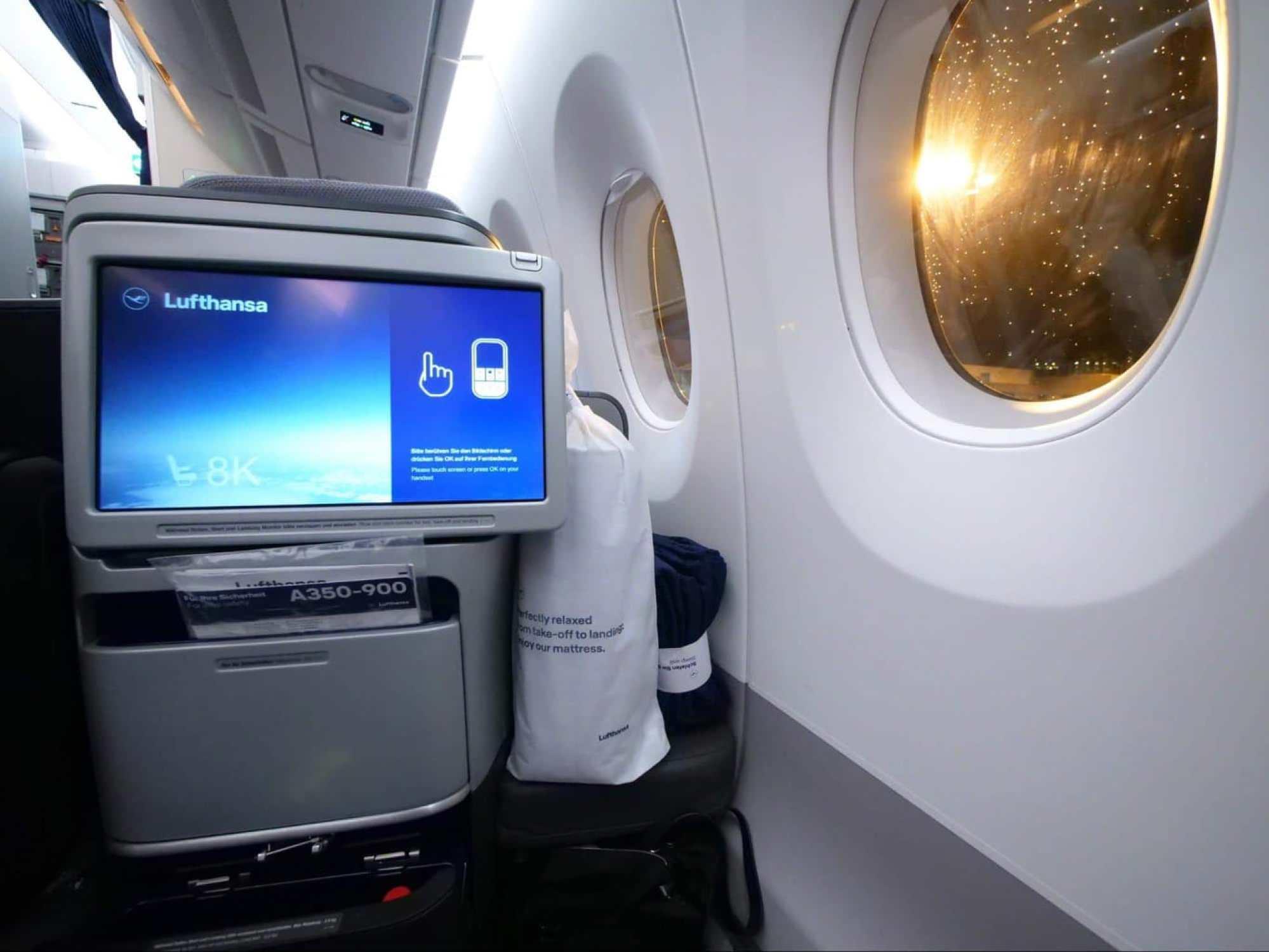 The sliding TV on Lufthansa Business Class